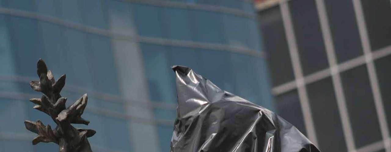 Los manifestantes, en su mayoría del movimiento #YoSoy132, protestaron frente a Palacio Nacional en contra del priista Enrique Peña Nieto