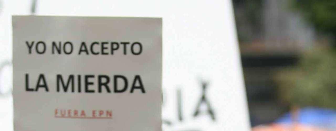 Algunas de las pancartas dicen: \