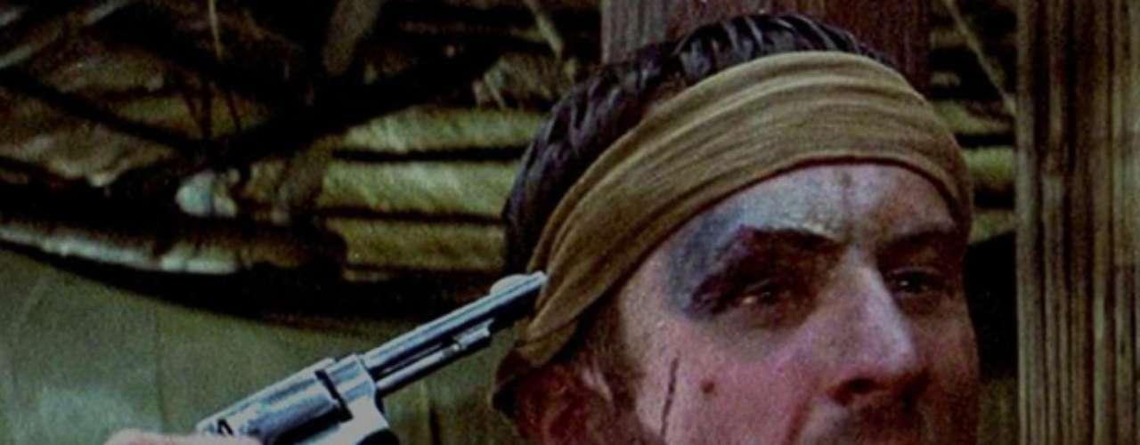 The Deer Hunter: La película muestra un juego desesperado de Ruleta Rusa después de estar en prisión por meses en la jungla de Vietnam. Desgraciadamente, muchos jovencitos han querido imitar este juego y han perdido la vida. Las victimas van desde Estados Unidos, Finlandia, Líbano y Filipinas. En 1980, un hombre fue raptado y torturado de la misma manera que los personajes en la película.