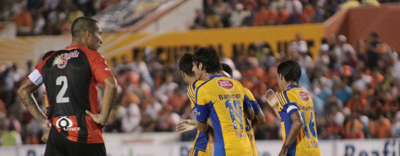 Tigres topped the Jaguares 4-0 to take the leary league lead.