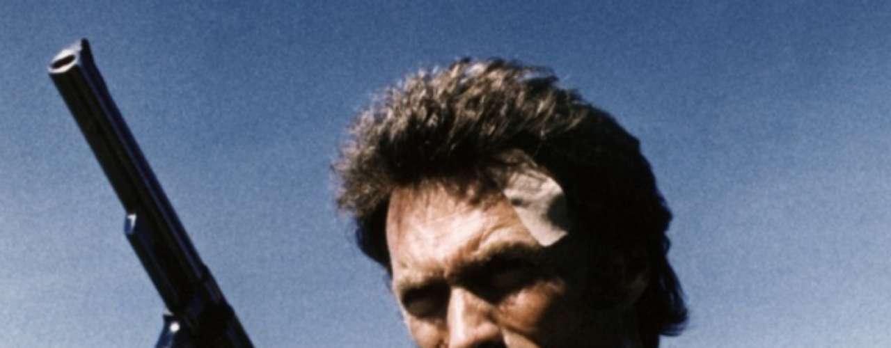 Magnum Force: William Andrews forzó a sus víctimas a tomar Drano, un destapa caños, y cuando sus víctimas no murieron, las mató a sangre fría. El asesinó hizo exactamente lo mismo que el personaje de la película y fue sentenciado a muerte y ejecutado en 1992.