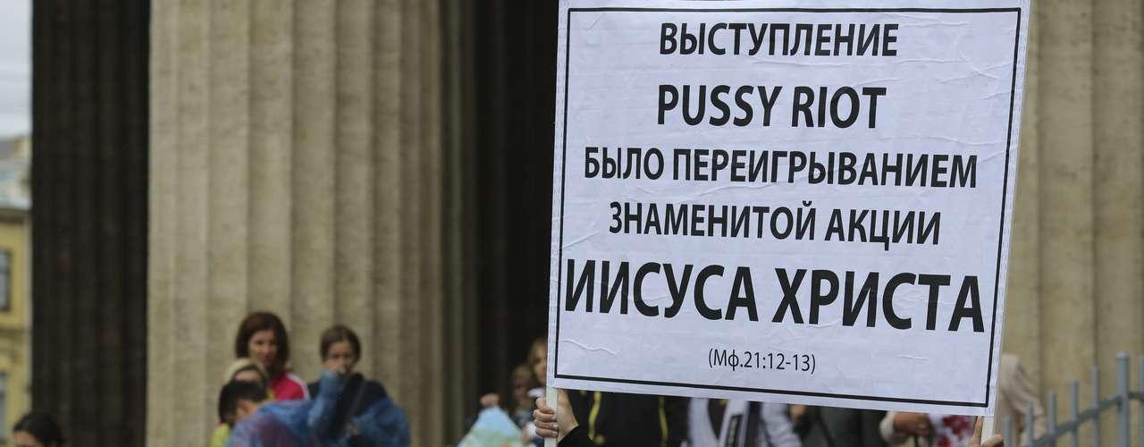 Las jóvenes son enjuiciadas por ofrecer recientemente una actuación antigubernamental en el altar de la Catedral de Cristo Salvador de Moscú.