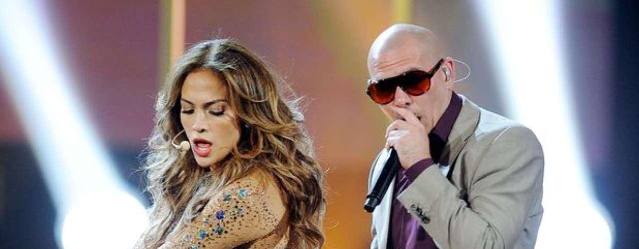 Jennifer sorprendió el año pasado a toda la audiencia de los American Music Awards luego de presentar un sensual show con Pitbull, cantante con quien interpreta su gran éxito 'On the Floor'.