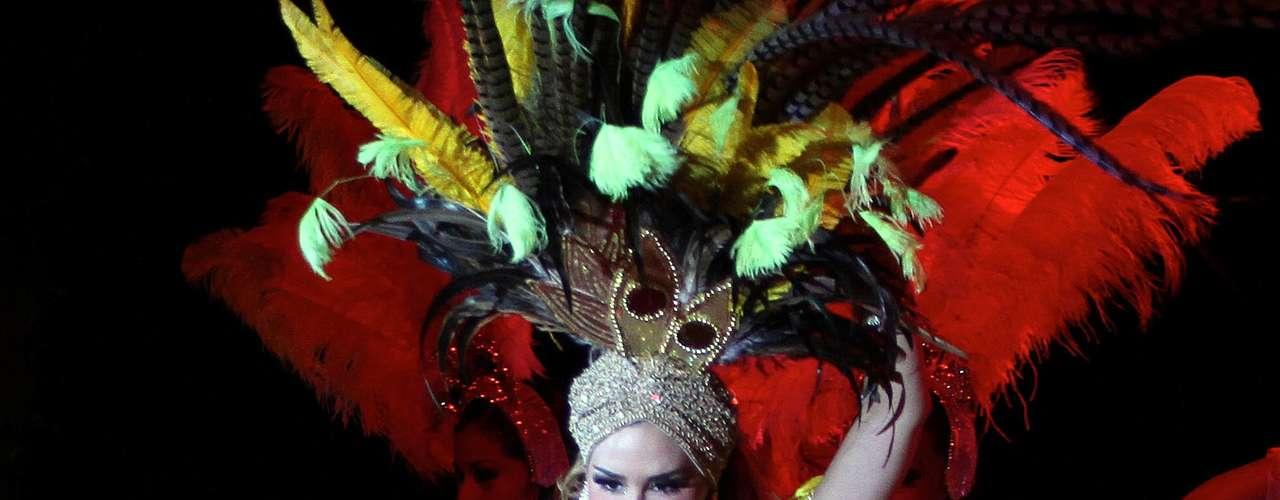 Según unas declaraciones hechas por Carmen Salinas a la página TVyNovelas.com, Ninel Conde no abandonará el musical \