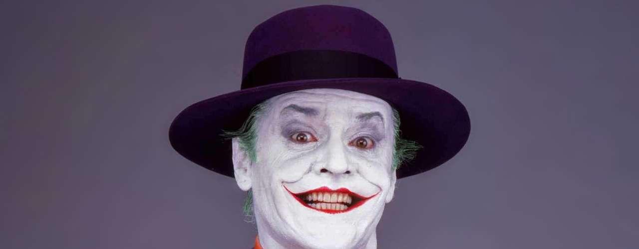 Momenos inolvidables del Joker: el acto vandálico en el museo de Ciudad de Gotham y su regalo millonario durante el desfile del bicentenario de la metrópoli. También cuando le dispara a la tele porque le están robando el show.