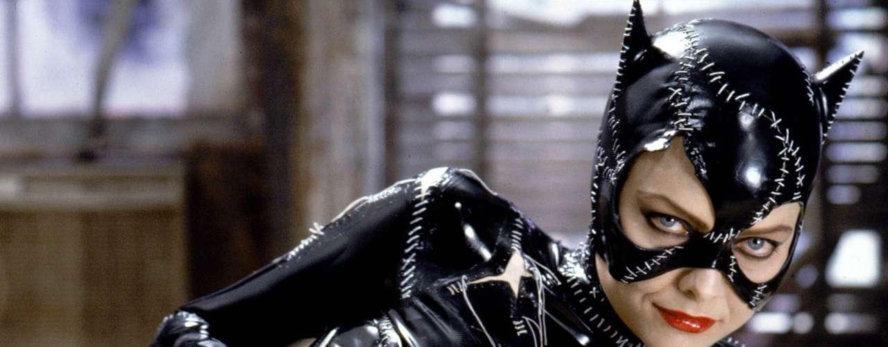 Michelle Pfeiffer demostró que se puede ser sexy con sólo un disfraz de cuero (según lo que se vio en 'Batman Returns', 1992). Esta Cat Woman sabía que poseía un gran atractivo sexual y le sacó todo el provecho posible en sus interminables siete vidas.