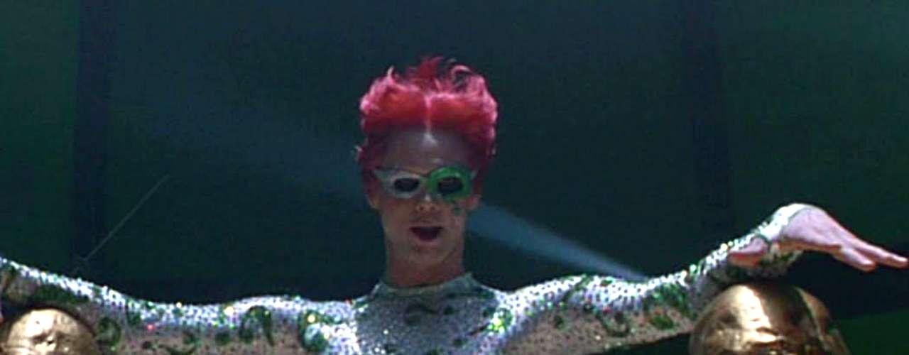 Más que cualquier otra cosa, el 'Acertijo' de Jim Carrey en 'Batman Forever' (1995) era un anuncio de las cosas malas que estaban por venir. La mezcla de excesos de Joel Schumacher (director de la película) y el perfil de actor de Carrey nos regalaron al más sobreactuado villano de 'Batman' en el cine.