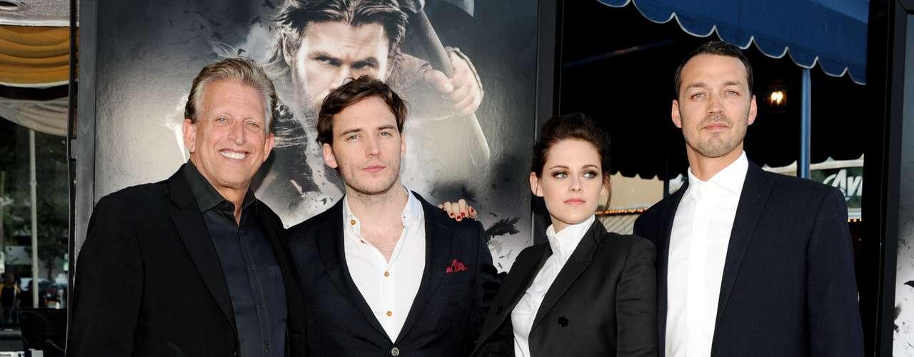 Aseguran que en las fotos tomadas el 17 de julio, aparece Kristen y Rupert besándose como adolescentes en un automovil. Y luego de dar un paseo en la tarde, Kristen lo llevó a pocas cuadras de su casa.