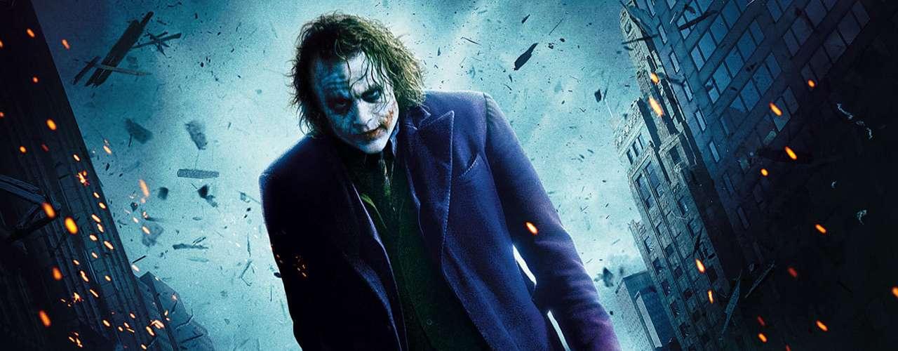 Momento favorito del Joker: cualquiera en el que involucre una historia sobre su origen, es muy creativo. También su macabro plan de una doble bomba para medir la moralidad de los habitantes de Gotham. O, por supuesto, su famoso truco del lápiz que desaparece (tétricamente divertido).