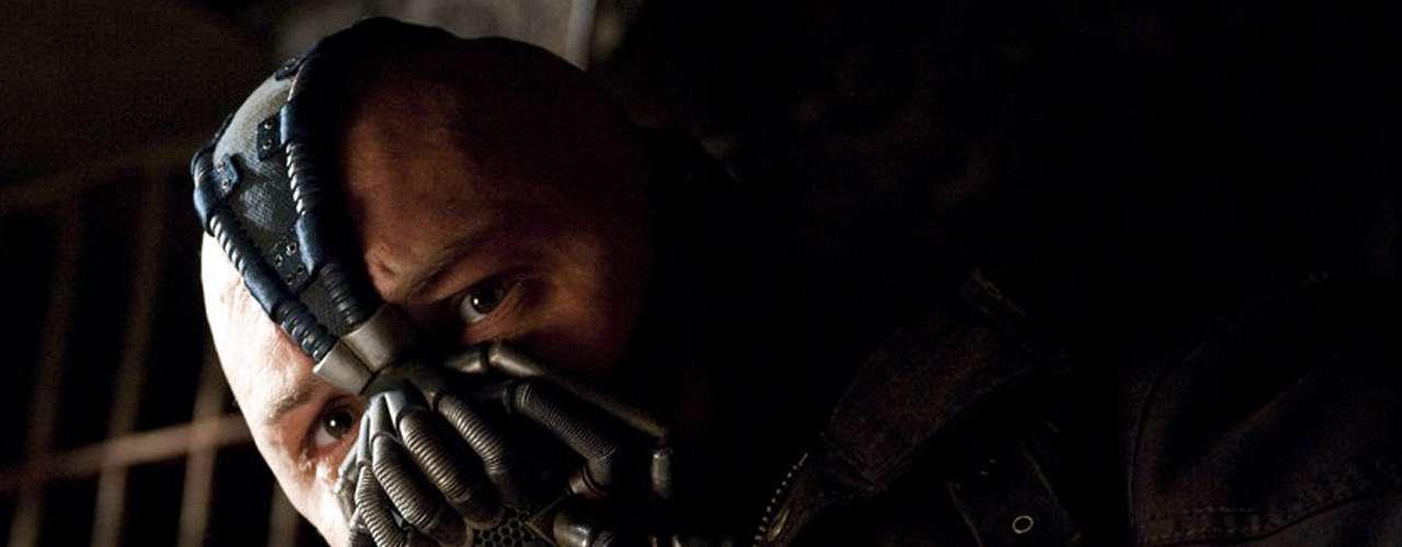 Tom Hardy llevó a 'Bane' lejos de lo que el público podría esperar. A diferencia del Joker de Ledger (que no tiene una historia definida), los antecedentes de 'Bane' van quedando tan al descubierto como su propósito. Lástima de voz (y eso que se la retocaron en postproducción).