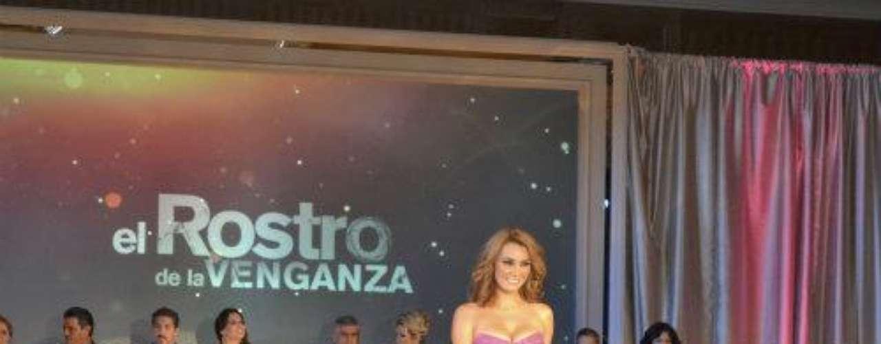 La fiesta de lanzamiento se realizó en el Hotel Four Seasons de Miami. Por más que buscamos y buscamos, no logramos ver a William Levy por ningún lado, aunque estamos seguros que el actor cubano la estaba acompañando de corazón.Síguenos en  TwitterGlamour y belleza en lanzamiento de 'Una Maid In Manhattan'Bellos y bellísimas en lanzamiento de 'Corazón Valiente'Elenco de 'La Casa De Al Lado' asistió a su lanzamiento VIP