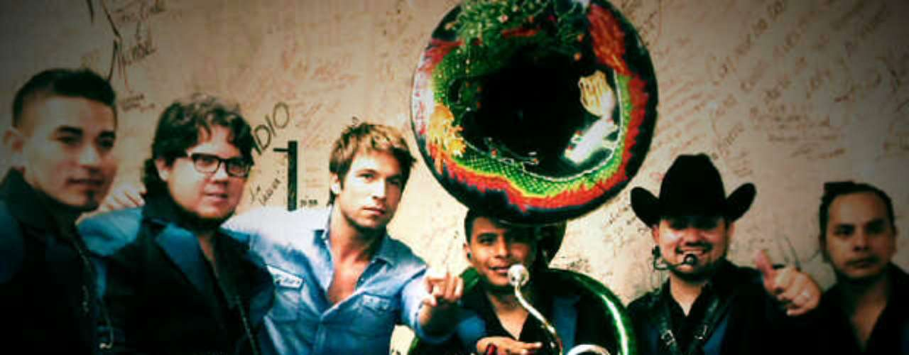 Rafael Amaya compartió con los chicos de Voz De Mando antes de un show en Pico Rivera.