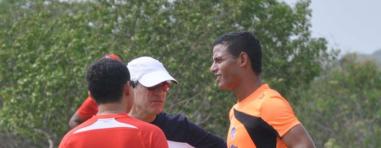 El defensor vallenato llegó a Barranquilla para practicarse exámenes médicos  y finiquitar su vinculación al Junior de cara a la Liga Postobón II.