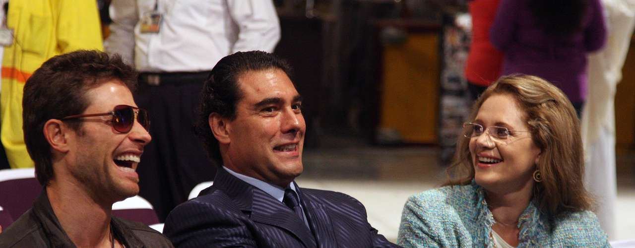 Sebastian Rulli, Eduardo Yañez and Erika Buenfil have a laugh on the set of 'Amores Verdaderos.'