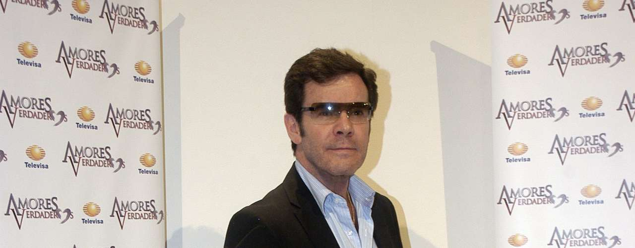 Guillermo Capetillo is part of the 'Amores Verdaderos' cast.