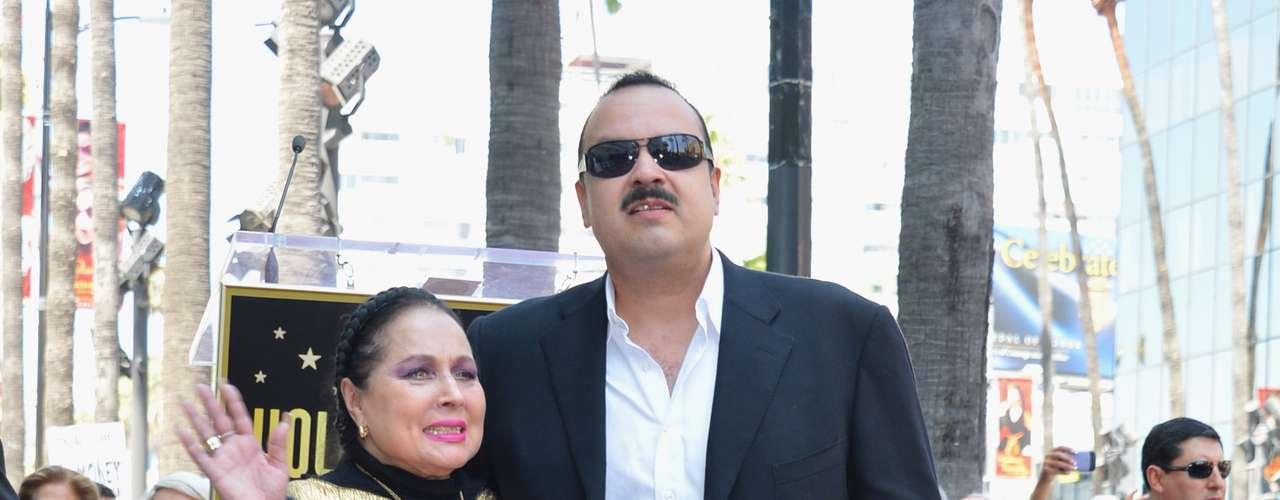 La actriz Flor Silvestre vió como quedó inmortalizado su hijo.