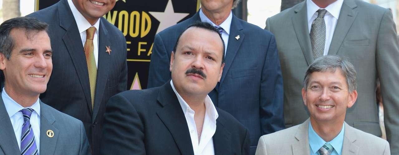 La figura de cinco puntas de Aguilar está ubicada justo al lado de la de su padre Antonio Aguilar.
