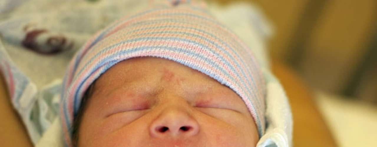 Algunos amigos de la familia dijeron que el bebé de nombre Hugo Medley Jackson nació a las 7:11 am del martes, mide 18.5 pulgadas de largo y pesa 7 libras y 4 onzas.