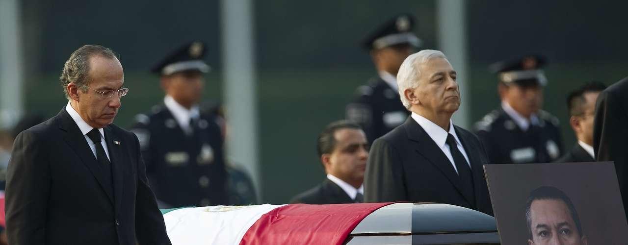 En las garras del Cartel de Sinaloa también cayó el Secretario de la Gobernación en México, Blake Mora, el 11 de noviembre de 2011. El funcionario y sus siete acompañantes murieron en un \