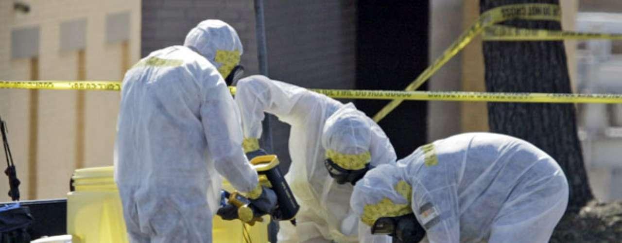 Luego de los ataques del 2001, se registró en años posteriores una serie de amenazas de correspondencia con ántrax, lo que puso en alerta a las autoridades para proteger a los estadounidenses de un atentado con esa sustancia. Por lo que en el 2004 Bush promulgó una ley que destinaría unos $5.600 millones de dólares al desarrollo de vacunas y antídotos para contrarrestar un acto terrorista con agentes químicos y biológicos.