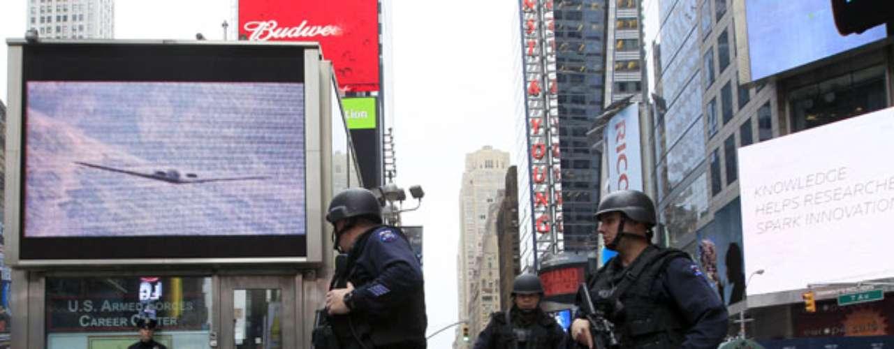 Además varias ciudades de Estados Unidos aumentaron la vigilancia alrededor de las casas de cultos y edificios municipales, y se intensificó la seguridad en lugares turísticos, centros comerciales y trenes.