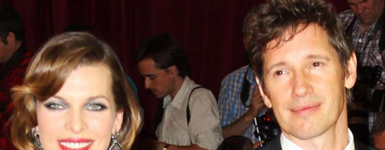 Milla Jovovich y Paul W. S. Anderson. La primera entrega de la saga de películas de 'Resident Evil' dejó a su protagonista enamorada de su director, luego de conocerse en el set de grabación. En el 2007, la actriz ucraniana y el cineasta británico  tuvieron a su primer hijo y en el año 2009 se casaron. Milla ya se había casado con el director de la película 'El Quinto Elemento', Luc Besson, luego de actuar en ella.