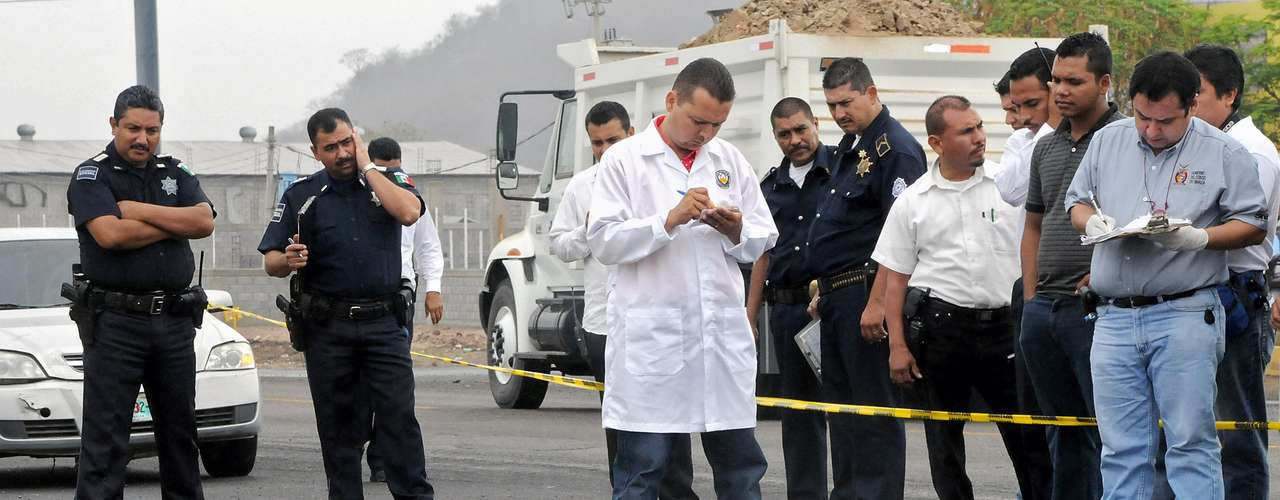 Entre los viles crímenes del Cartel de Sinaloa están las decapitaciones. Práctica que se volvió un sello despiadado de los narcotraficantes en México.  A veces con algún distintivo por caso, como este del 11 de noviembre de 2008, donde los sicarios envolvieorn el cuerpo en un lienzo.