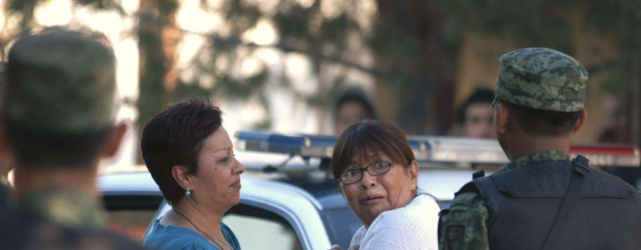 El 15 de septiembre de 2009, los familiares de cinco hombres asesinados dentro de un establecimiento de lavar carros acudieron a la escena. Los muertos que aparecieron en Ciudad Juárez, donde murieron unas 1,300 personas ese año.