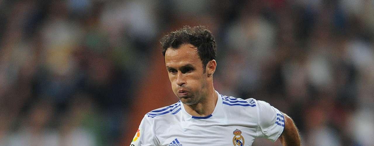 RICARDO CARVALHO: a los 34 años el portugués dejaría el Real Madrid para recalar en el Milan por 5 millones de euros.