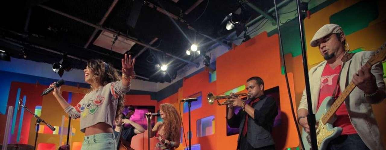 Beatriz Luengo se lució ofreciendo un impresionante show, totalmente gratis y en vivo, cargado de energía y buena vibra en Terra Live Music. Luciendo unos shorts bien cortos y un sweater de \