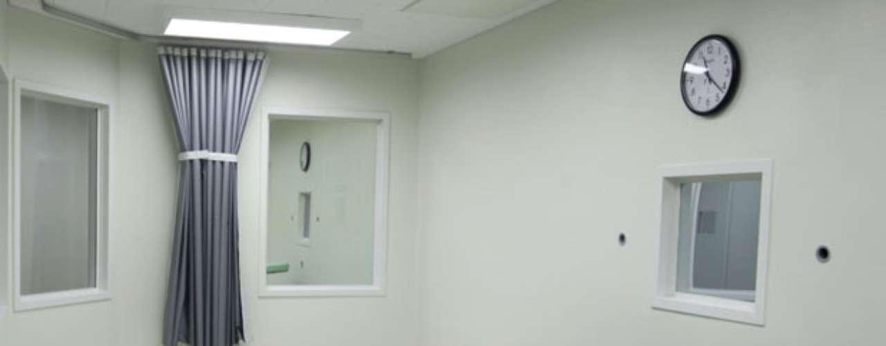 Aún no se descarta la aplicación de la pena de muerte en el caso. La pena capital se encuentra vigente en Colorado, pero sólo se ejecutó a un hombre en 36 años (en 1997). La fiscal Carol Chambers indicó que consultará la petición de la pena capital con las familias de las víctimas de la matanza.