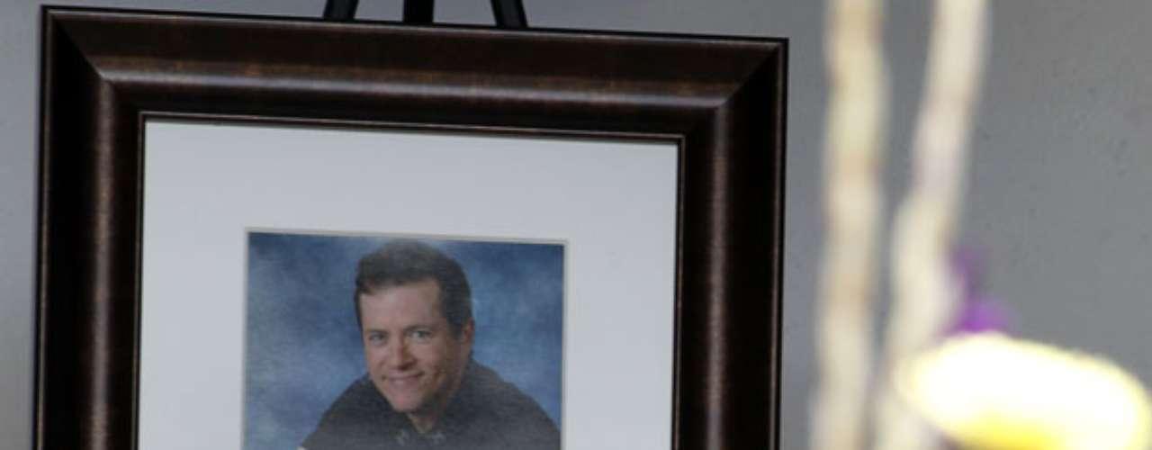 El miércoles 25 de julio, se realizó el primer funeral de una de las 12 personas asesinadas. Alrededor de 150 dolientes, entre ellos el gobernador de Colorado John Hickenlooper, se reunieron para darle el último adiós a Gordon Cowden, de 51 años.