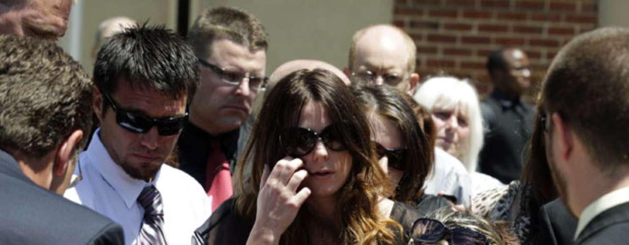 El jueves 26 se realizó el funeral de Micayla Medek, de 23 años, una estudiante que trabajaba en una sandwichería y juntaba dinero para un viaje a India, en tanto la semana próxima sería en Reno, Nevada, el de Jon Blunk, de 26 años, un militar que salvó la vida de su novia empujándola debajo de los asientos pero pereció en la balacera, entre otros.