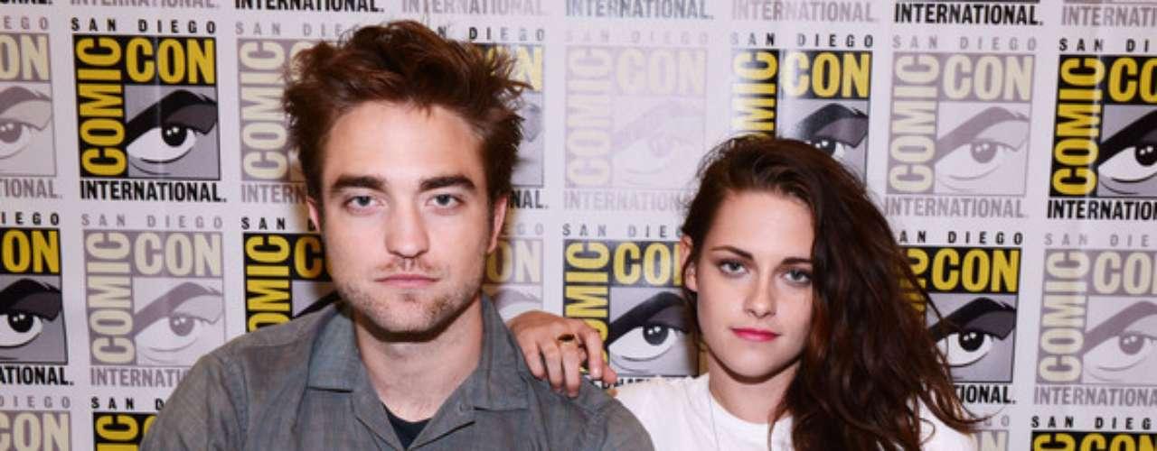 Kristen y Robert se muestran felices. El 12 de junio la pareja asistió al Comi-Con para promocionar 'Crespúsculo: el amanecer parte 2', película  que protagonizan juntos. Ambos estuvieron muy alegres e incluso Kristen bromeó con las escenas íntimas que tuvieron que grabar, ya que aseguró que le hubiera gustado ser más salvaje.