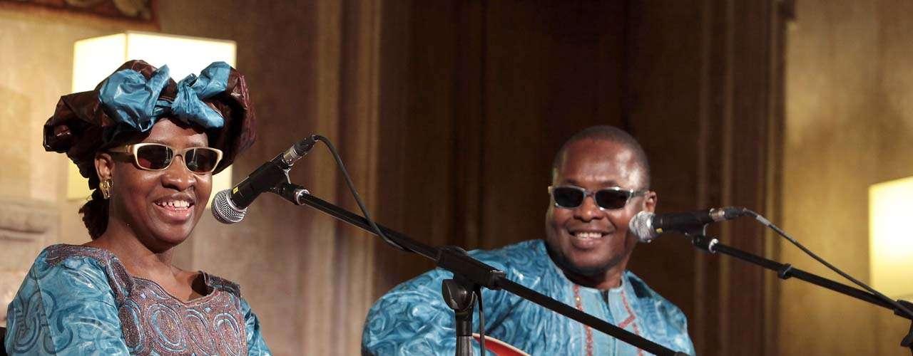 El mismo domingo 5 de agosto Amadou & Mariam llevarán su estilo inconfundible al escenario Play Station del Grant Park. En el duo musical de esposos sobresale la voz de Mariam.