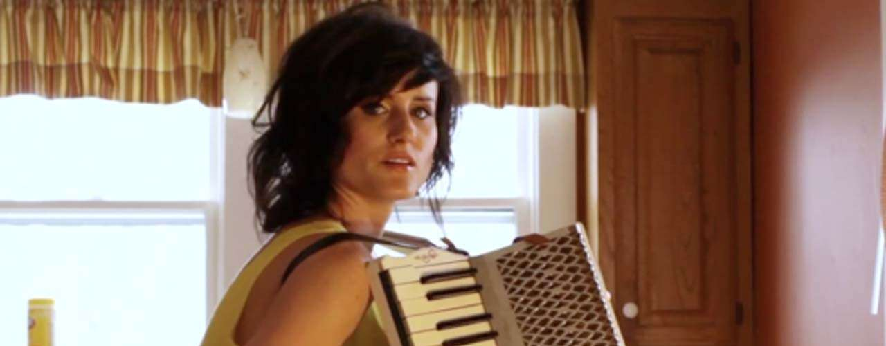 Pese a que no son una de las figuras estelares en Lollapalooza, Kopecky Family Band, ha recibido elogios de la crítica musical. Kelsey es la fuerza femenina que da vida a las letras emotivas del grupo de folk rock independiente.