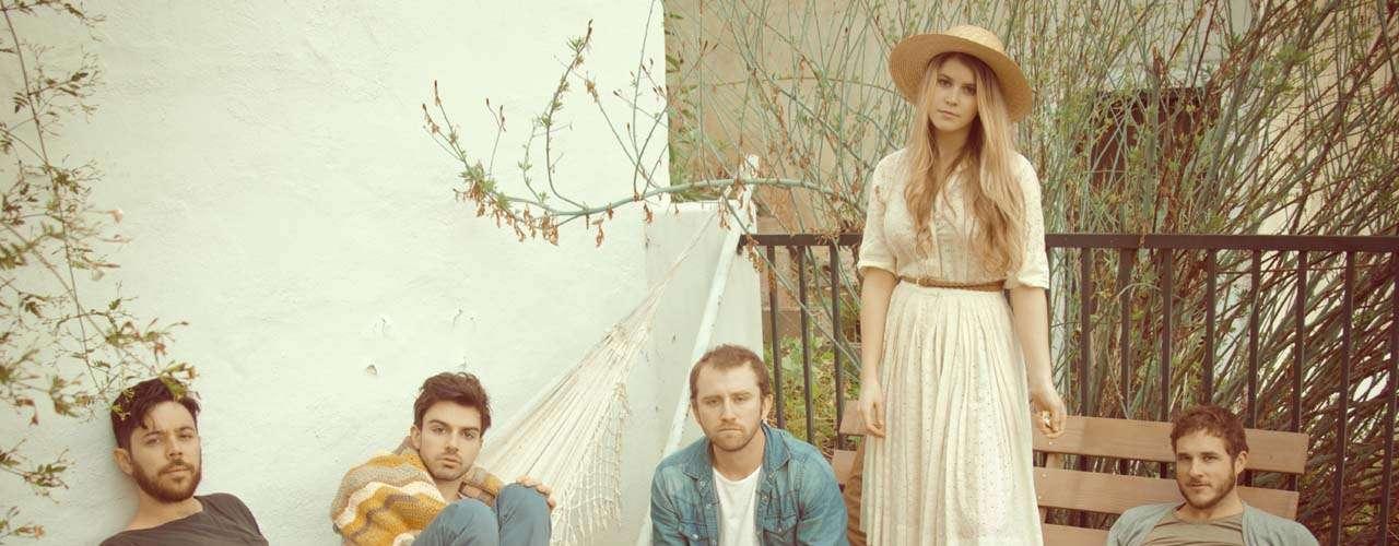 Milo Greene debutará en Lollapalooza con su álbum debut, una mezcla de armonías bien logradas con un toque de tristeza. Mariana Sheetz es una de las voces del quinteto.