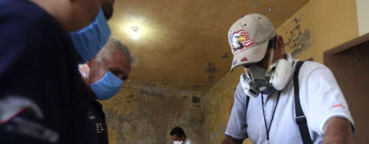 El cártel, acusado de traficar metanfetaminas a Estados Unidos, tiene un ejército de unos 1,200 miembros, según un reporte de la inteligencia militar mexicana. Se cree que sicarios de Los Caballeros Templarios están detrás de muchos de los 480 homicidios relacionados con drogas registrados en Michoacán en los últimos 18 meses, incluyendo a docenas de víctimas decapitadas o desmembradas.