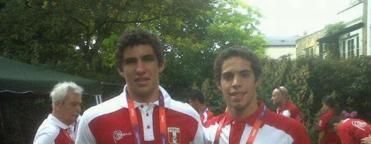 'Dos 'maestritos' Nicolás Pacheco (tiro) y Mauricio Fiol (natación). SI SE PUEDE PERÚ!!!' (Facebook Patronato ADO Perú)