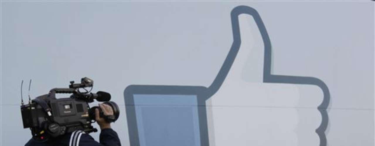 Cuando Facebook salió a la bolsa, dos meses atrás, generó una expectativa que casi ninguna otra compañía en la historia había logrado.