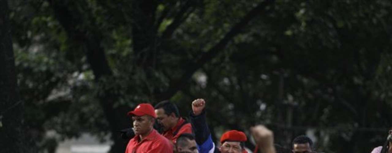 Lo que ha incrementando notoriamente son sus prolongadas intervenciones a través de cadenas nacionales de radio y televisión, que son consideradas una violación de la ley electoral por el comando de Capriles.