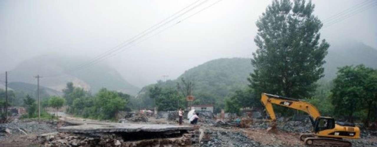 Es que tras el gran crecimiento inmobiliario de Beijing, principalmente por los JJ.OO. de 2008, la capital china no tuvo obras de infraestructura primaria como desagües, mientras que ahora los colosos estadios se muestran vacíos, inútiles.