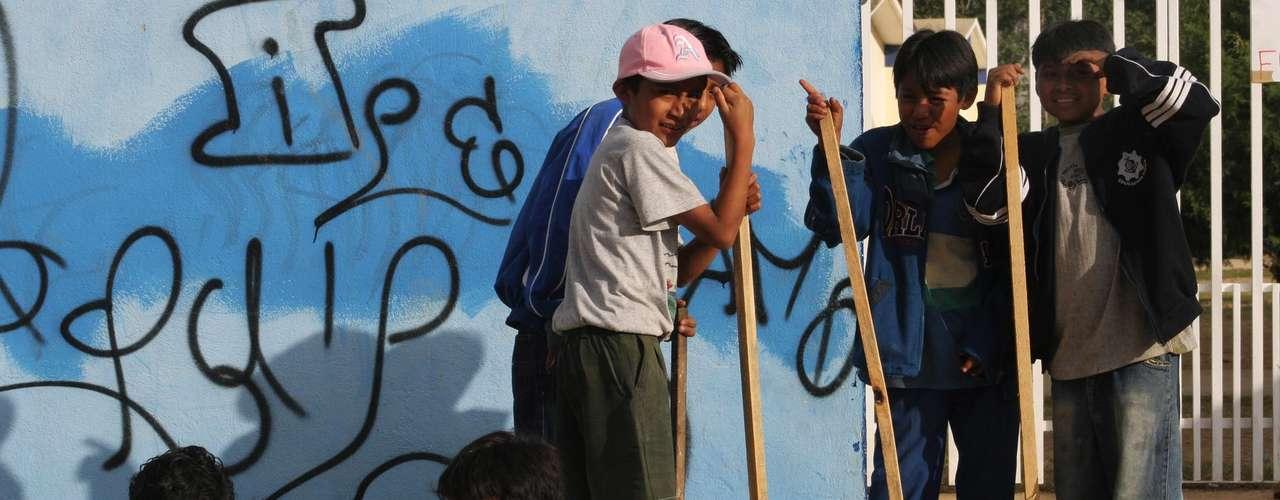 La CNDH, que lleva a cabo una campaña contra el acoso escolar por medio de foros, cursos y distribución de folletos y otro material didáctico dirigidos a maestros, alumnos y padres, instó a adoptar medidas para abatir la violencia en la escuela.