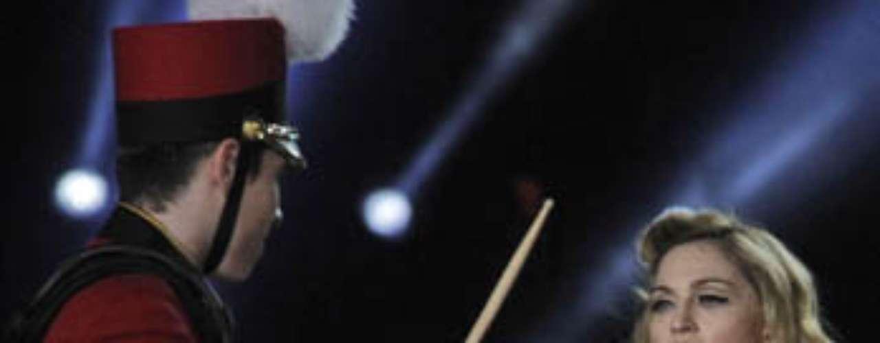La gira mundial de Madonna ha estado llena de polémica, por mostrar su cuerpo y usar símbolos religiosos de una manera no adecuada.