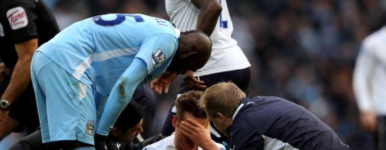 Hace unos meses pisó la cabeza de Scott Parker, del Tottenham, durante un duelo de la Premier League.