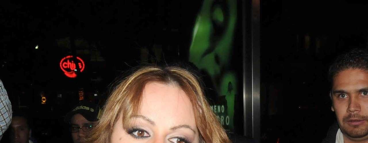 Jenni Rivera, durante una entrevista con la página TVNotas.com, afirmó que si tu viera un hijo con su esposo Esteban Loaiza no le gustaría que se metiera en el mundo artístico. \