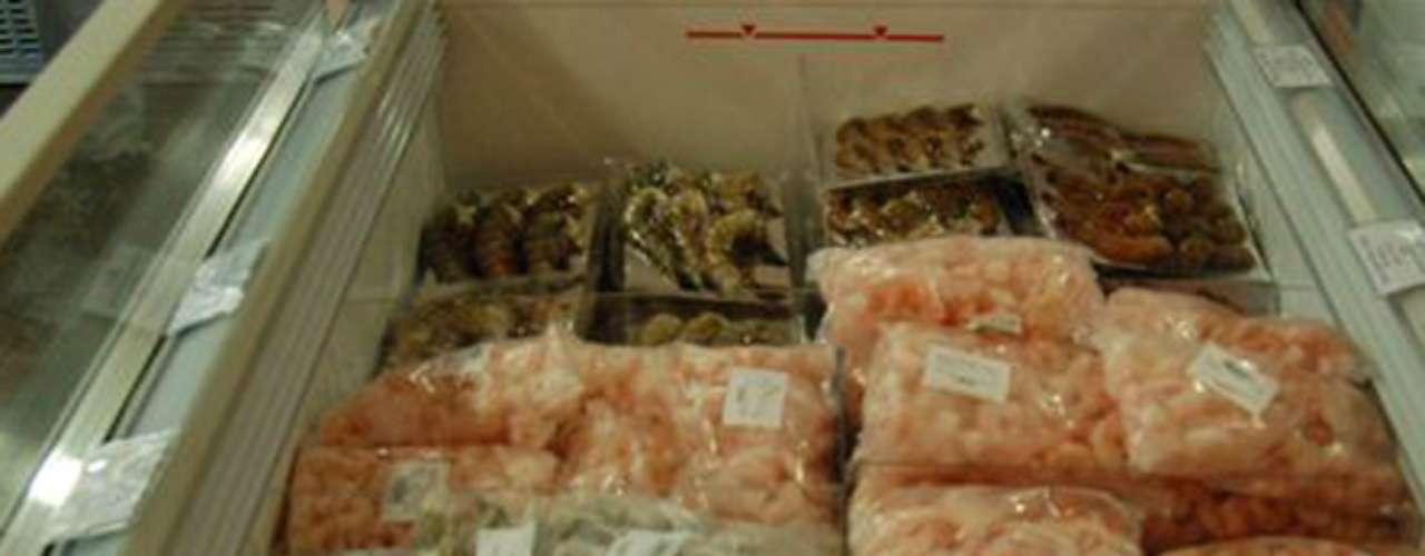 AQUAMART. Especialidades: pescados, conchas y crustáceos. Indispensables: la pulpa de erizo. Tip: carpaccios de pescado, sashimis, empanizados, mariscadas y mezclas para paella pueden encontrarse en refrigeradores. Dónde encontrarlo: Eugenio Sue 309-2, Polanco, 8636-0239.