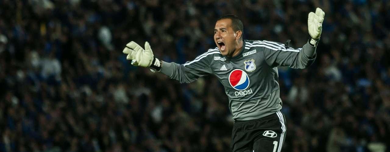 El cuadro 'embajador' siguió dominando y a los 29 minutos llegó el segundo gol, por intermedio de Humberto Osorio Botello.