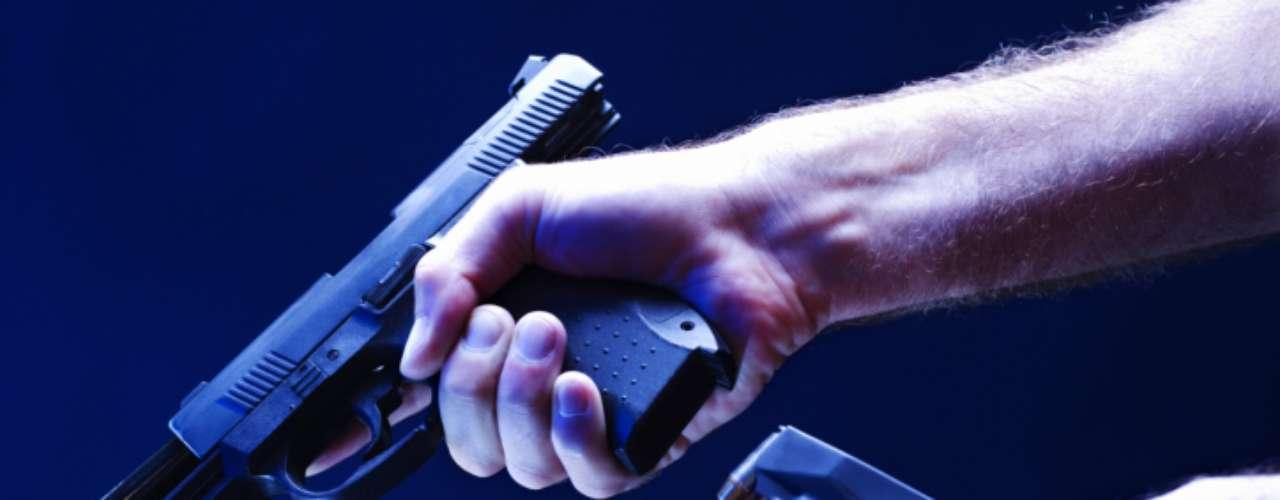 James Holmes,el autor de la masacre de Colorado,tenía un rifle de asalto A-15, el arma civil con el cargador más grande del mercado. Mató a 13 personas y «por suerte» el arma se trabó. En 2012, ya hubo 67 muertos por tiroteos. Estados Unidos parece ser indeferente al transfondo de la tragedia de Colorado. Al menos por ahora.