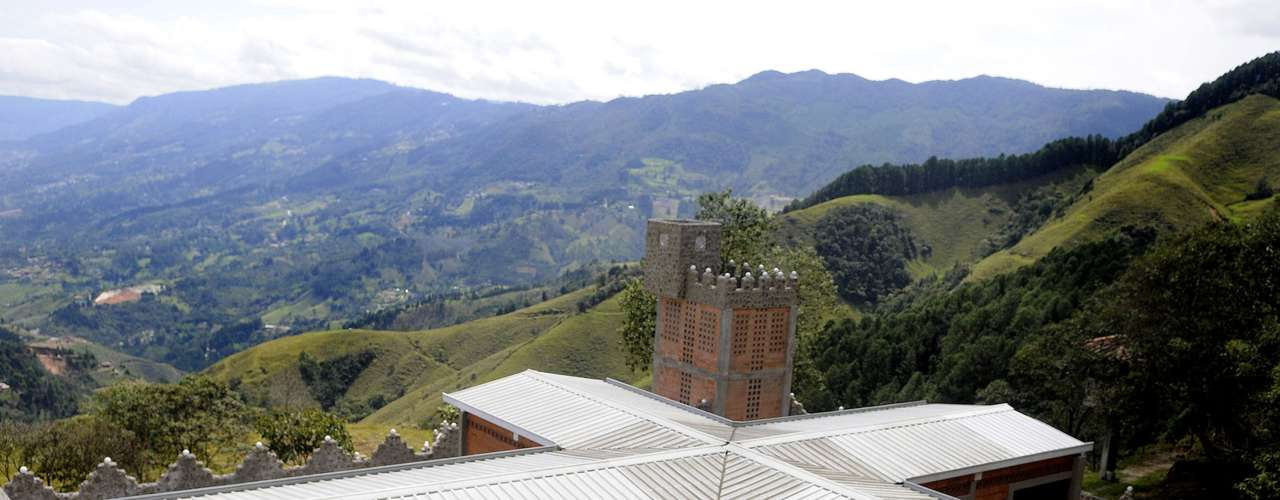 La Catedral, la lujosa cárcel que se levantó para el narcotraficante colombiano Pablo Escobar cuando se entregó a las autoridades en 1991 y de la que después se fugó, se convertirá 20 años después en un hogar para ancianos sin recursos.